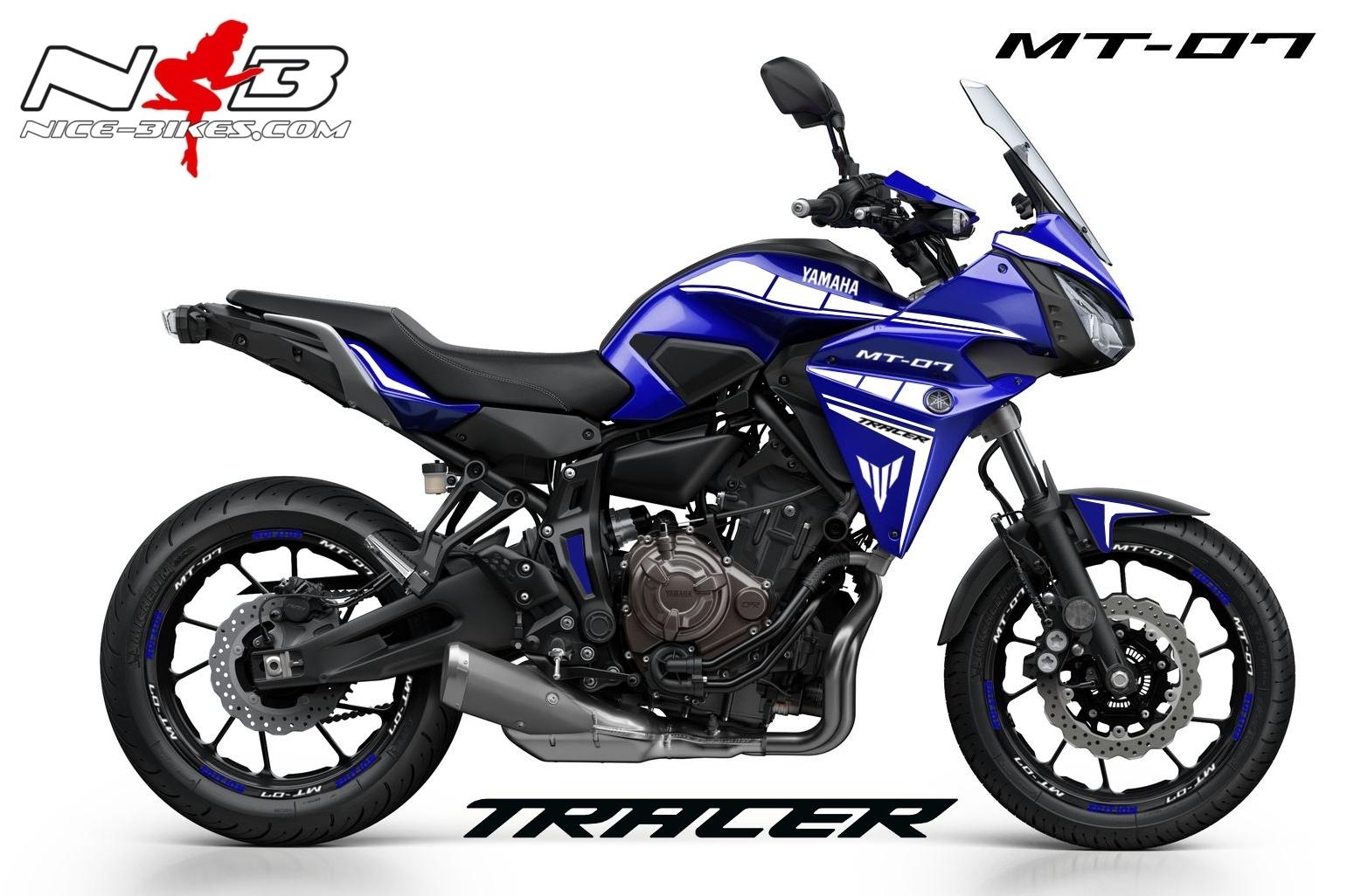 MT07 Tracer weiß auf blauer Maschine