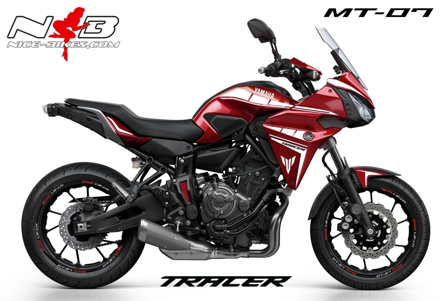 MT07 Tracer weiß auf roter Maschine