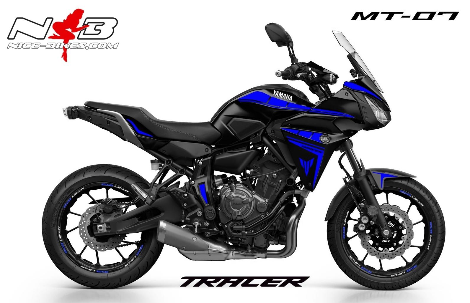 MT07 Tracer blau auf schwarzer Maschine