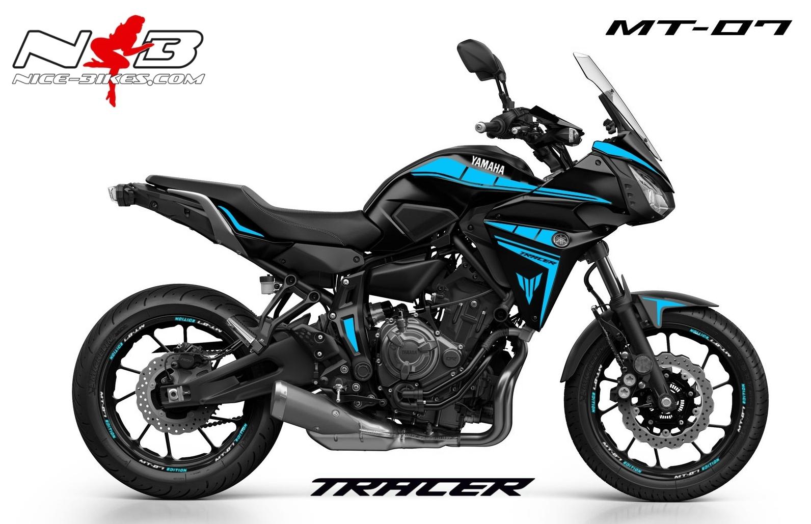MT07 Tracer hellblau auf schwarzer Maschine