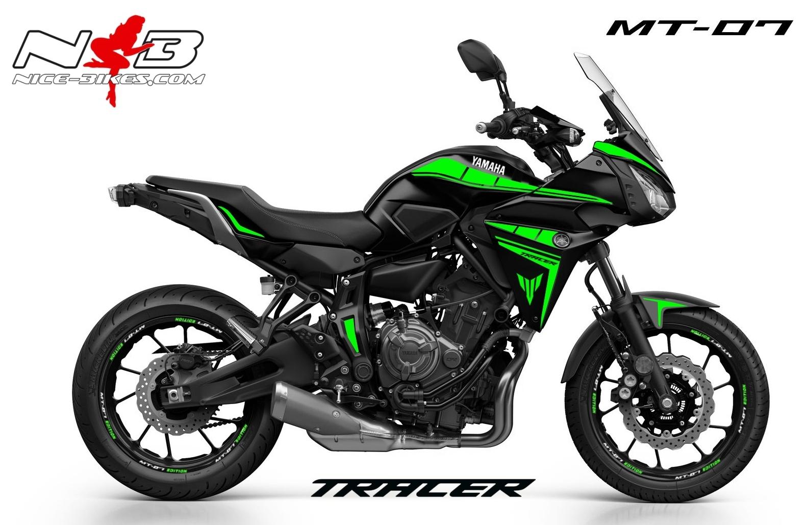 MT07 Tracer limegreen auf schwarzer Maschine