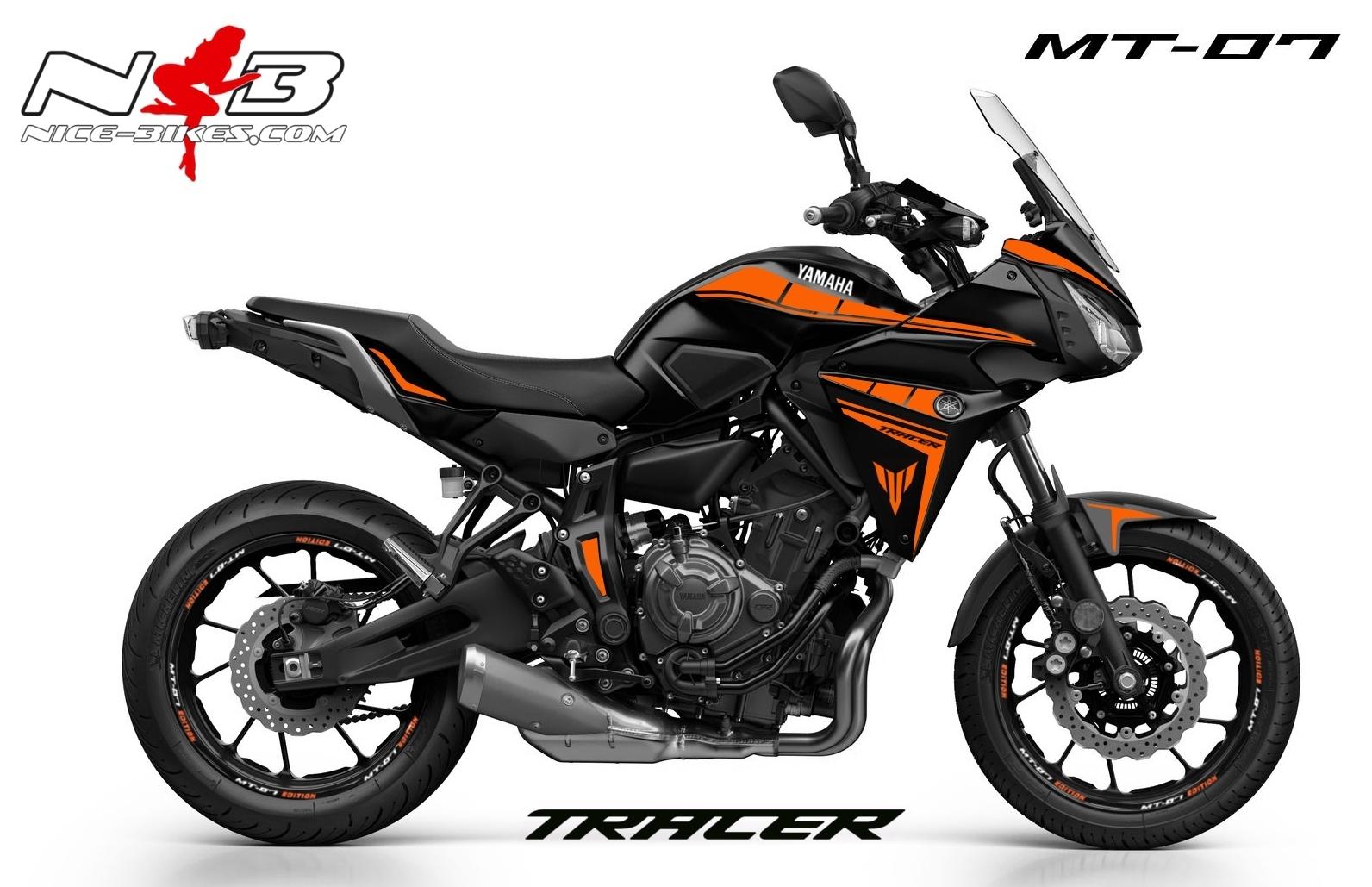 MT07 Tracer orange auf schwarzer Maschine