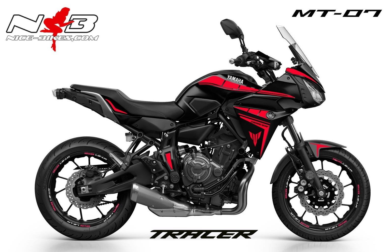MT07 Tracer rot auf schwarzer Maschine