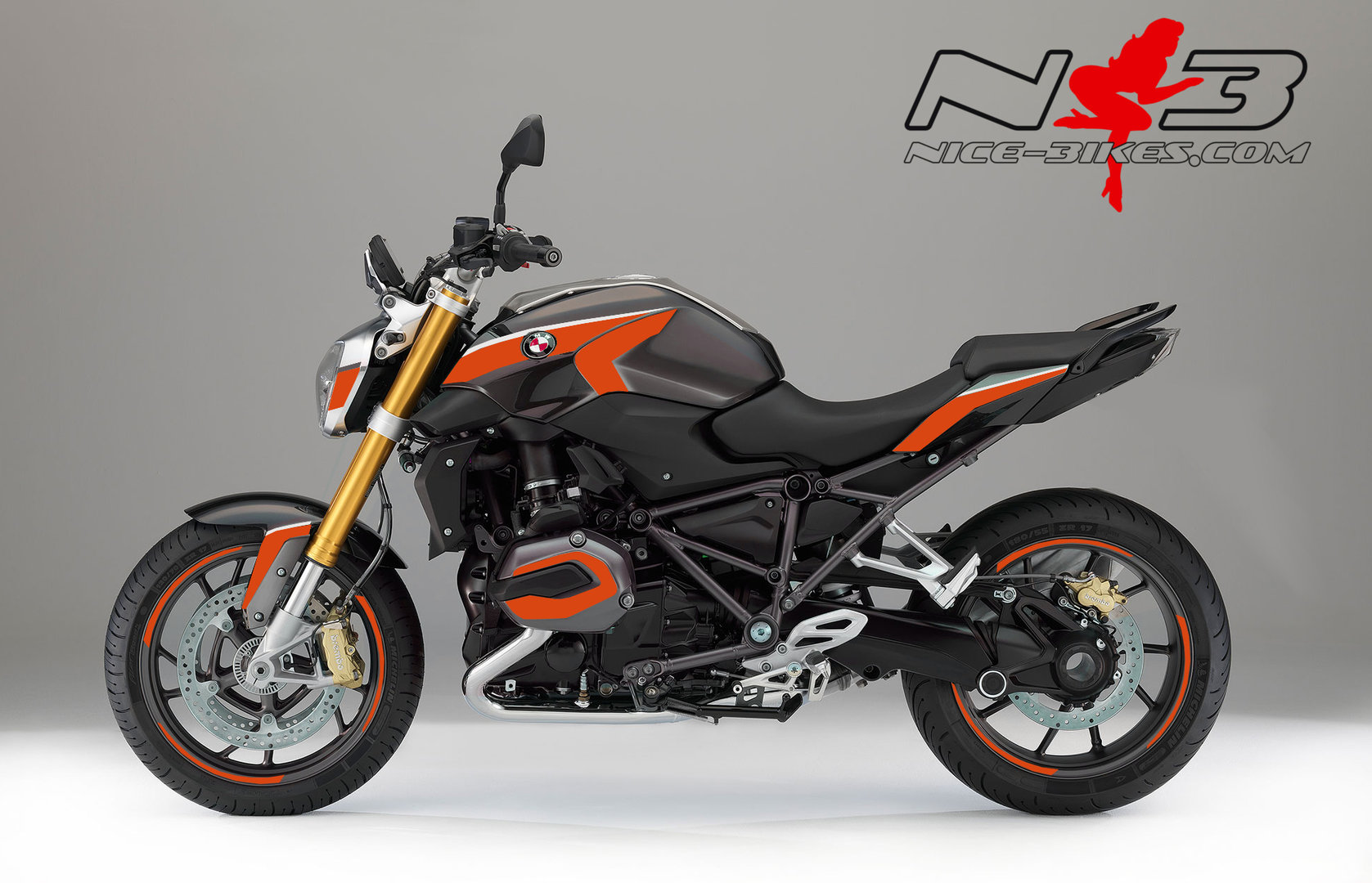 BMW R1200R Edition Orange auf grauer Maschine