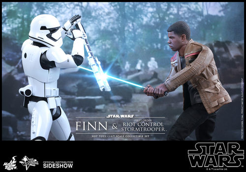HOT TOYS STAR WARS FINN & RIOT CONTROL STORMTROOPER 2-PACK / SIXTH SCALE