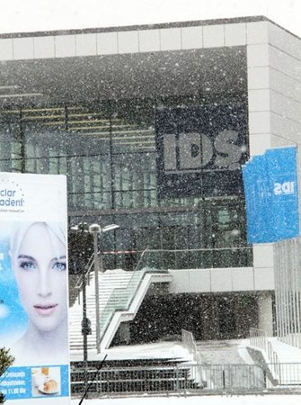 IDS die Dental-Messe Eingang in Köln im Winter 2013\\n\\n07.03.2017 12:13